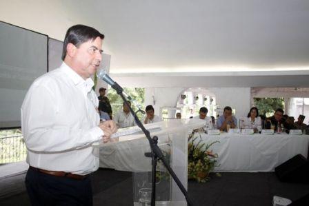 Juan Fernando Cristo, ministro del Interior, ayer durante su intervención en la cumbre de gobernadores del suroccidente del país.