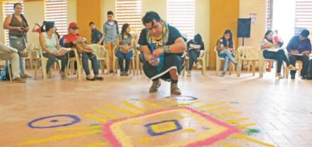Durante el encuentro de la Escuela Regional Minero Energética en Puerto Asís, se reunieron indígenas y campesinos. Sonia Cifuentes - Asociación Minga.