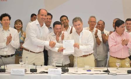 El Presidente Juan Manuel Santos recibió el apoyo de los alcaldes de las ciudades capitales para refrendar y avanzar en la implementación del Nuevo Acuerdo de Paz.