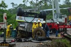 Operadores sacando partes - Foto : Paola Silva