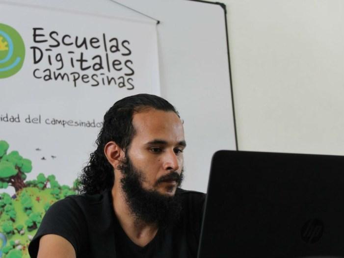 8 regiones del país se benefician de las escuelas digitales campesinas