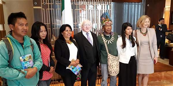Foto: Archivo particular El presidente de Irlanda, Michael D. Higgins, y su embajadora para la región, Sonja Hyland, recibieron en Bogotá a una delegación de indígenas del Alto Putumayo.