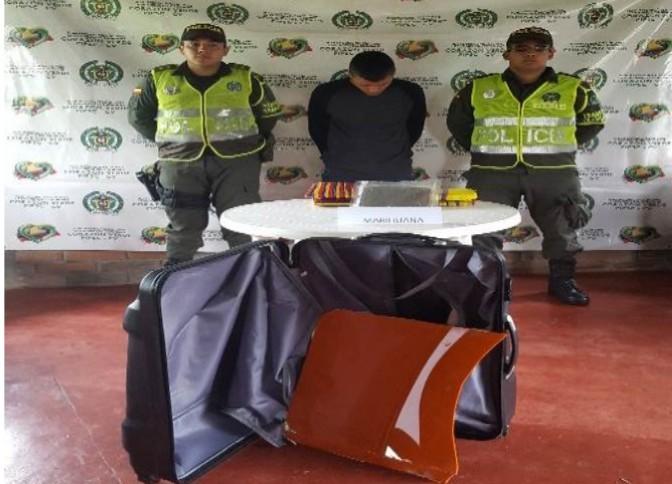 Capturado en flagrancia con más de 30 mil dosis de marihuana, la cual venia camuflada al interior de una maleta de viaje.