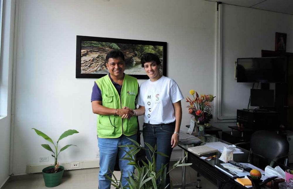 Rosario Romero junto al Alcalde de Mocoa durante su visita a esa ciudad. (Foto tomada de: http://sscc.com.co)