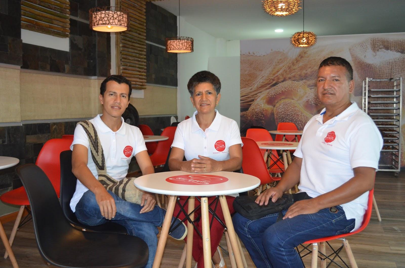 Manuel Cordero, Amparo Córdoba y Carlos Córdoba, propietarios de la panadería Bon Appetit, el primer negocio que se abre en Mocoa luego de la avalancha.