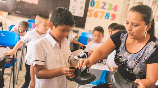 Estudiantes de Mocoa estrenan uniformes escolares