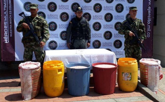 Depósito  ilegal  con 460 kilos de ANFO fue hallado por el Ejército en frontera con el Ecuador