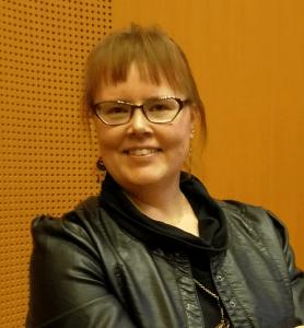Esteiden ylittämiseen liittyvän podcastin tekijä Kaisa Nousiainen on myös vyöhyketerapeutti ja mentaalinen valmentaja, jolla on hoitotila Helsingissä.