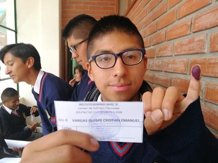Estudiantes del Instituto Domingo Savio eligen a sus representantes a través del voto electrónico