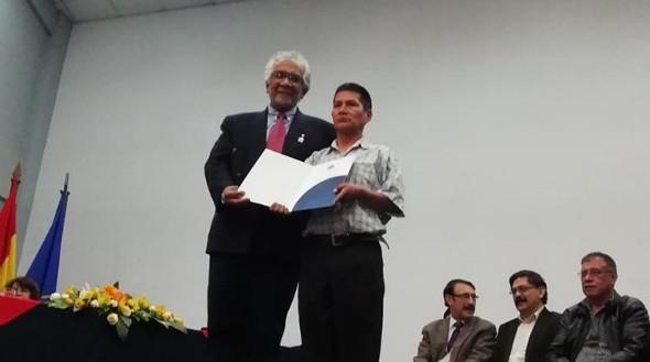 42 docentes de Tecnología de la UMSS reciben certificado de titularidad en la cátedra