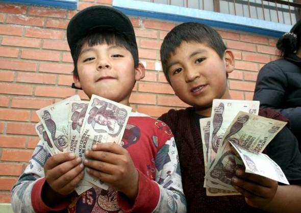 Padres exigen pago de bono para niños de Nivel Inicial