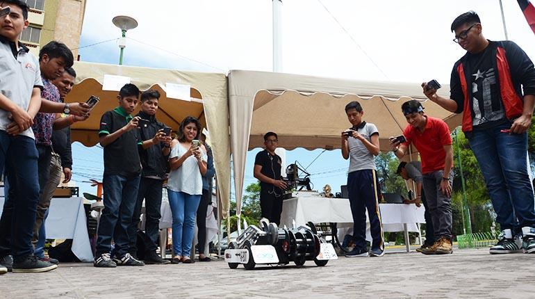 La Casa de la Juventud realiza feria tecnológica
