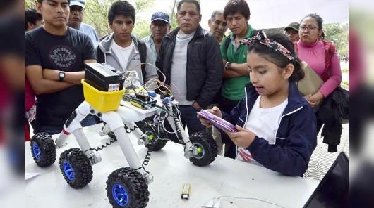 Más de 400 estudiantes de colegio compiten en robótica