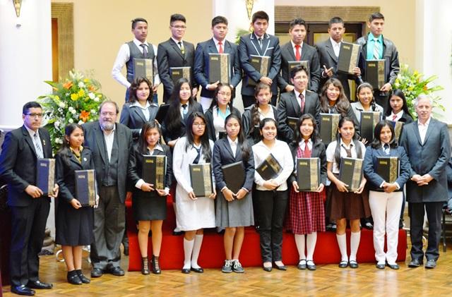 Entrega de diplomas de bachiller y bono a la excelencia será a partir del 8 de diciembre