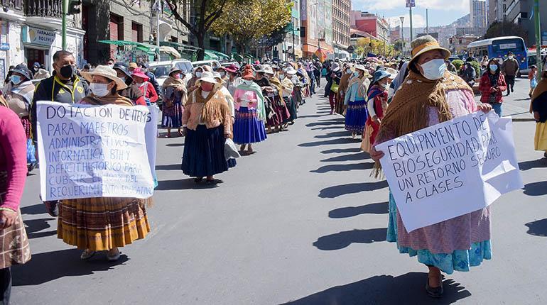 Padres de familia anuncian bloqueo de caminos a nivel nacional; exigen más ítems