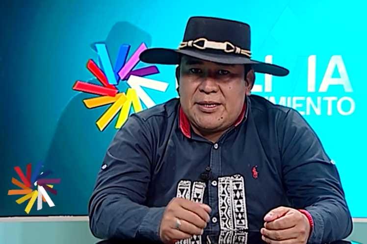 Indígenas bolivianos celebran educación intercultural multilingüe