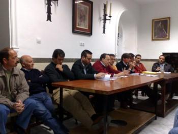 PRIMERA TOMA DE CONTACTO DE LA CUADRILLA DE COSTALEROS DE LA HERMANDAD CON EL EQUIPO DE CAPATACES