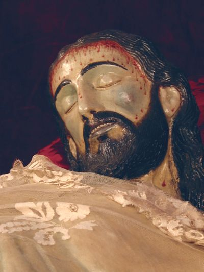 OLIVARES DEDICA UNA CALLE AL CRISTO YACENTE