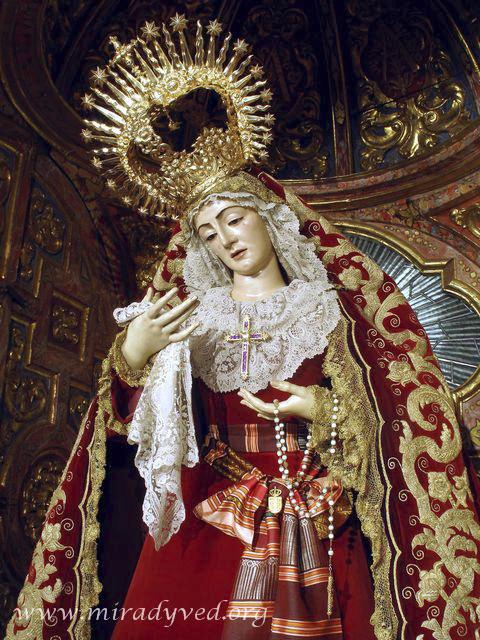 LA STMA. VIRGEN DE LOS DOLORES YA PRESIDE EL ALTAR DE SU CAPILLA