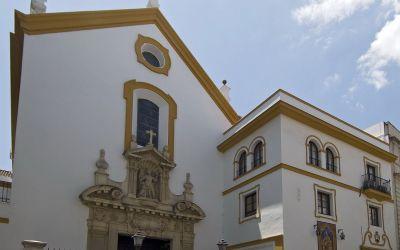 LA HERMANDAD DE LA SOLEDAD DE OLIVARES REALIZA UNA DONACIÓN A LAS HERMANAS CARMELITAS DESCALZAS DE SEVILLA