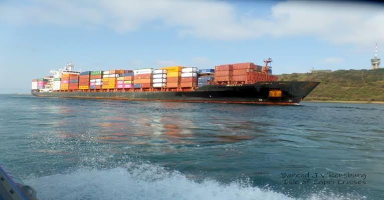 Saldırıya uğrayan Türk gemisi için 22 kişilik ekip Gabon'da!
