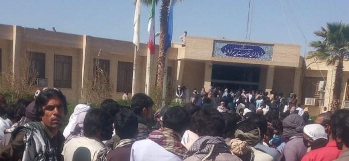 Belucistan'da halk İran rejimine karşı ayaklandı