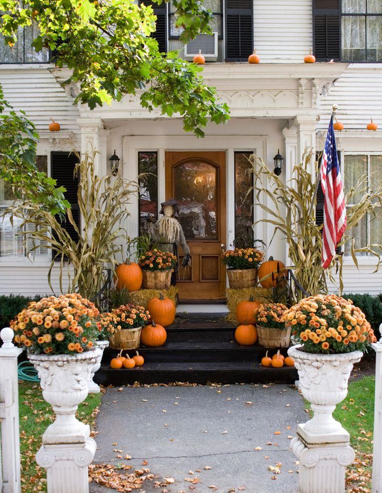 Fall Front Porch Ideas: Modern & Creative Fall Decor Ideas from the Miranda Schroeder Blog  www.mirandaschroeder.com