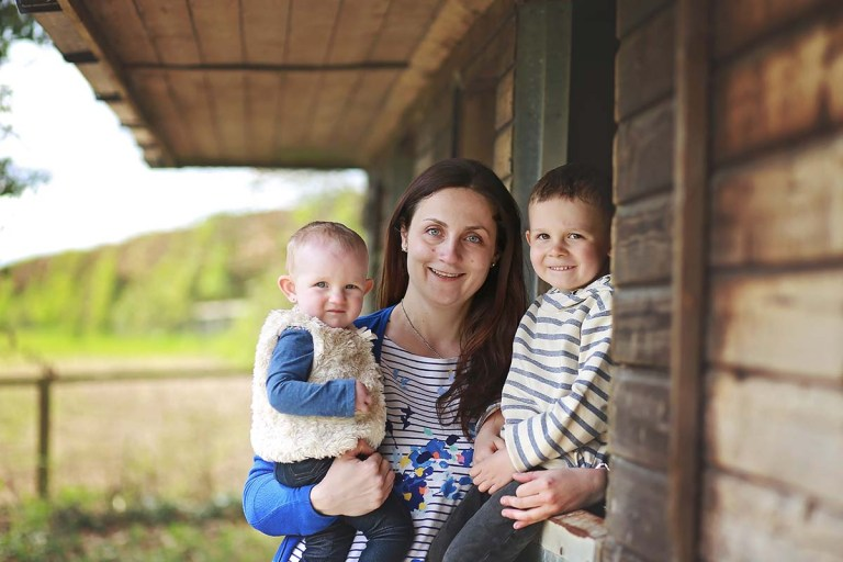enfield photographer mira with her children