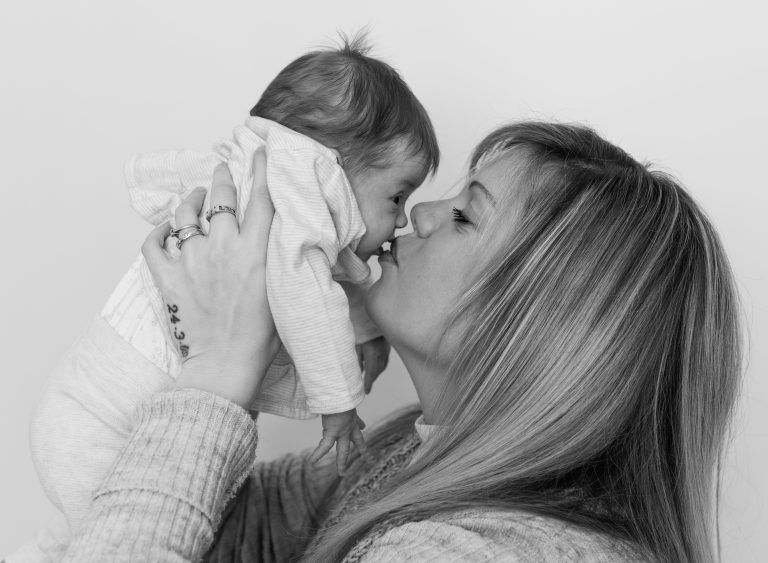 mum and baby photo Enfield family photographer