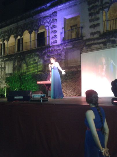 Canta Laura Gallego