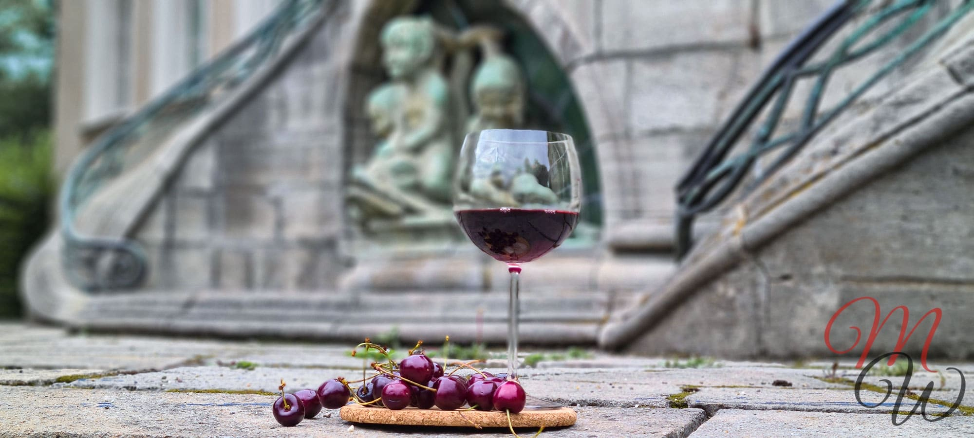Bordeaux, Kirschen, Wein und Kleider