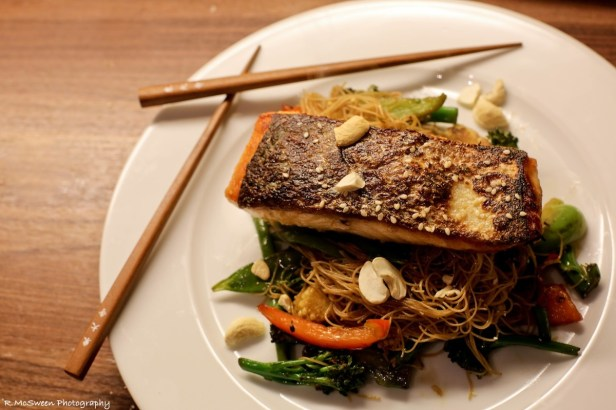 Pan-fried Salmon with Stir-fry Vermicelli Noodles