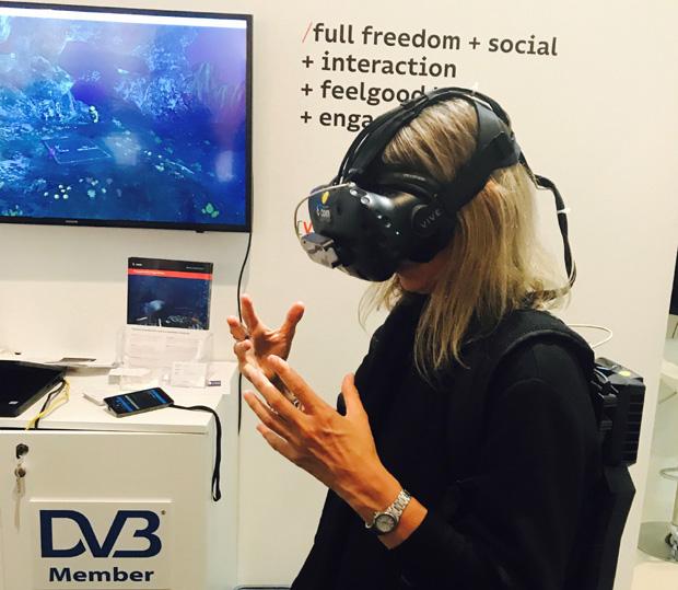 bcom VR with Maria