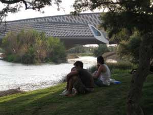 Pabellón Puente dese la ribera