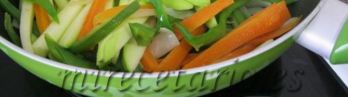 Cocción de verduras en wok