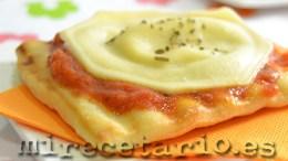 Pizza de ravioli con salsa calabrese