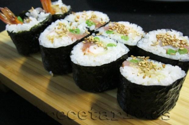 Maki Sushi de gamba en tempura con judias chinas y salmón ahumado