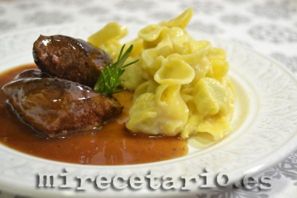 Canguro en salsa de vino con Sacchetti de trufa