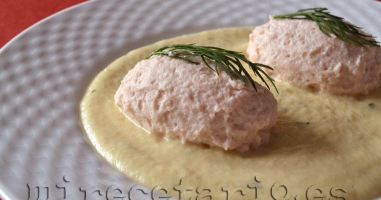 Quenelles de salmón en salsa de manzanas