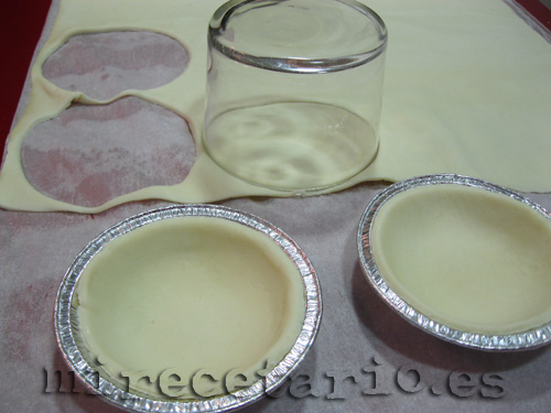 Cortar el hojaldre con un vaso
