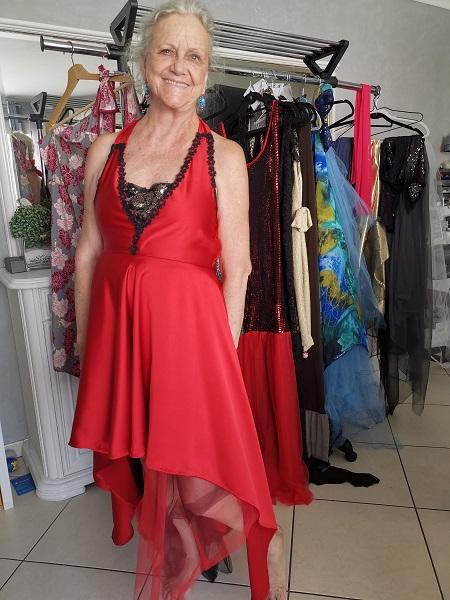 robe rouge dentelle noire