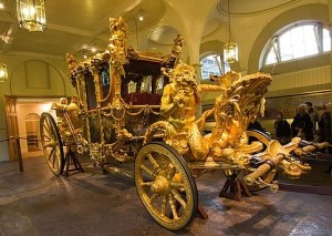 2-1304540565-coronation-carriage-royal-mews