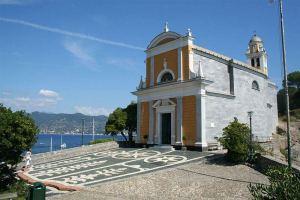 800px-Chiesa_San_Giorgio-Portofino