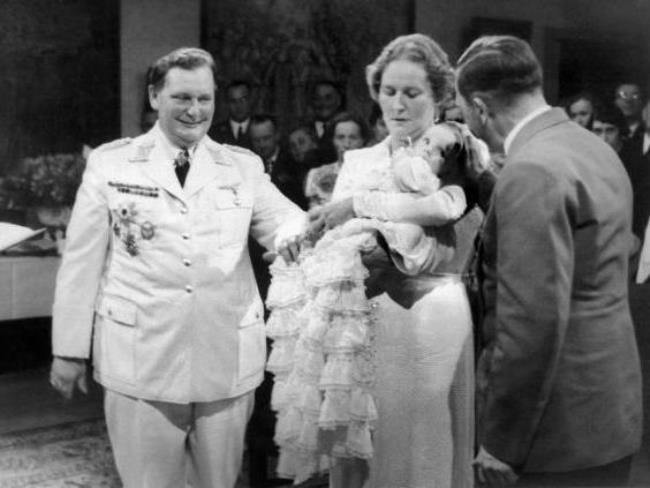 World Of Faces Goering With His Family And Hitler World