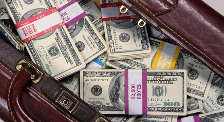 Какой рукой отдавать деньги за лотерейный билет