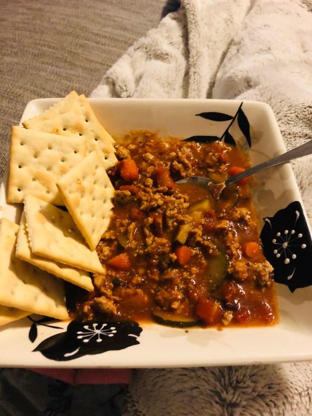 Turkey chili and crackers