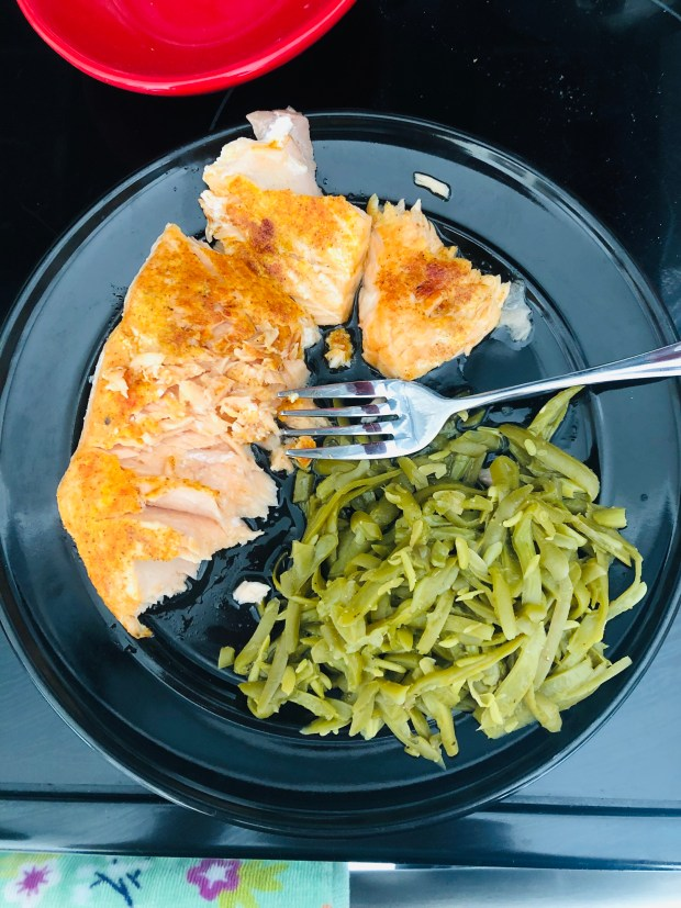 Baked salmon and green beans