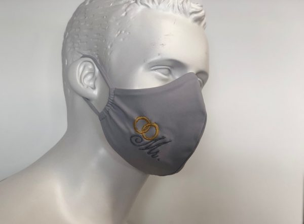 Behelfs,Community-Masken, Hochzeitmasken, Gesichtsmaske mit aufgestickter Beschriftung Mr. und Mrs. in weiß grau