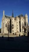 """Palacio """"Gaudí"""", que hace las veces de palacio episcopal."""