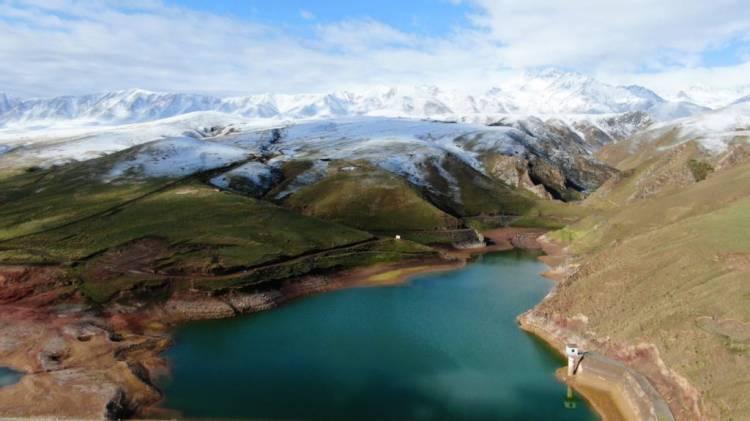 A birds eye view of Qilian mountains and Qinghai Lake.